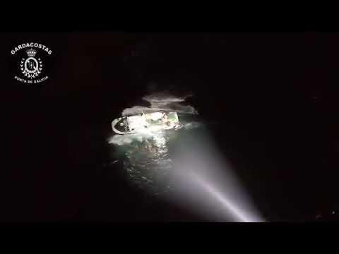 """Rescate del pesquero """"Divina del Mar"""" en Porto do Son"""