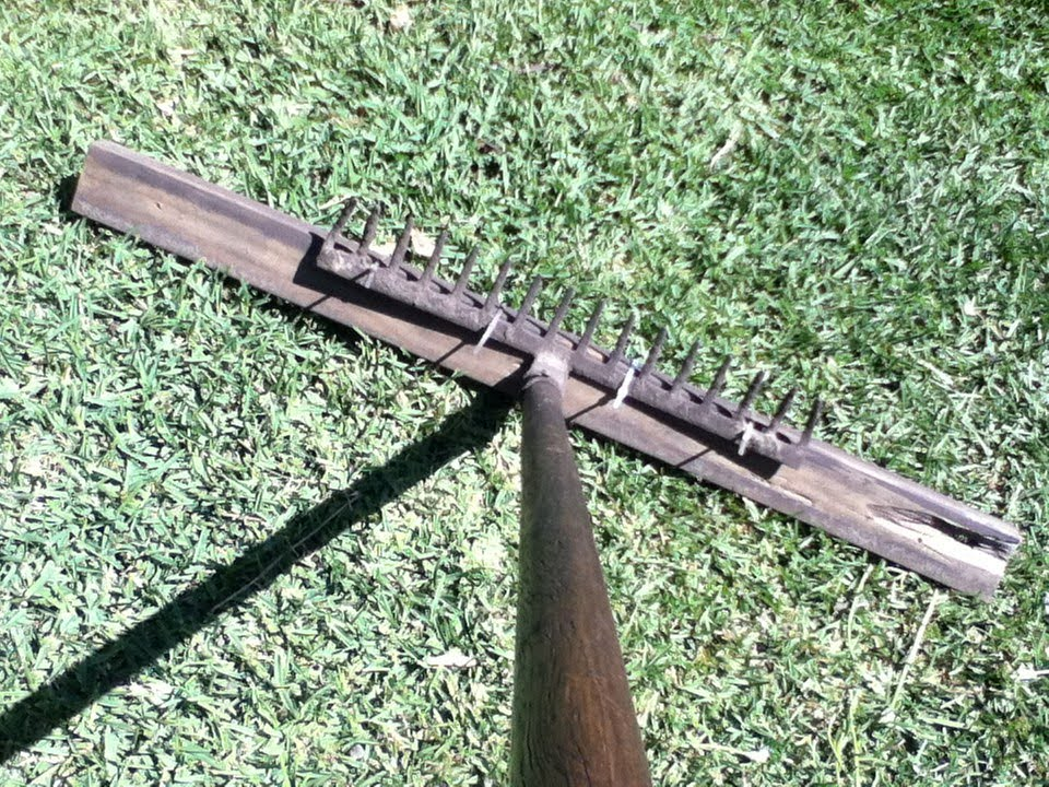 How to make a garden leveller for top dressing the lawn for English garden tools yeah yeah yeah