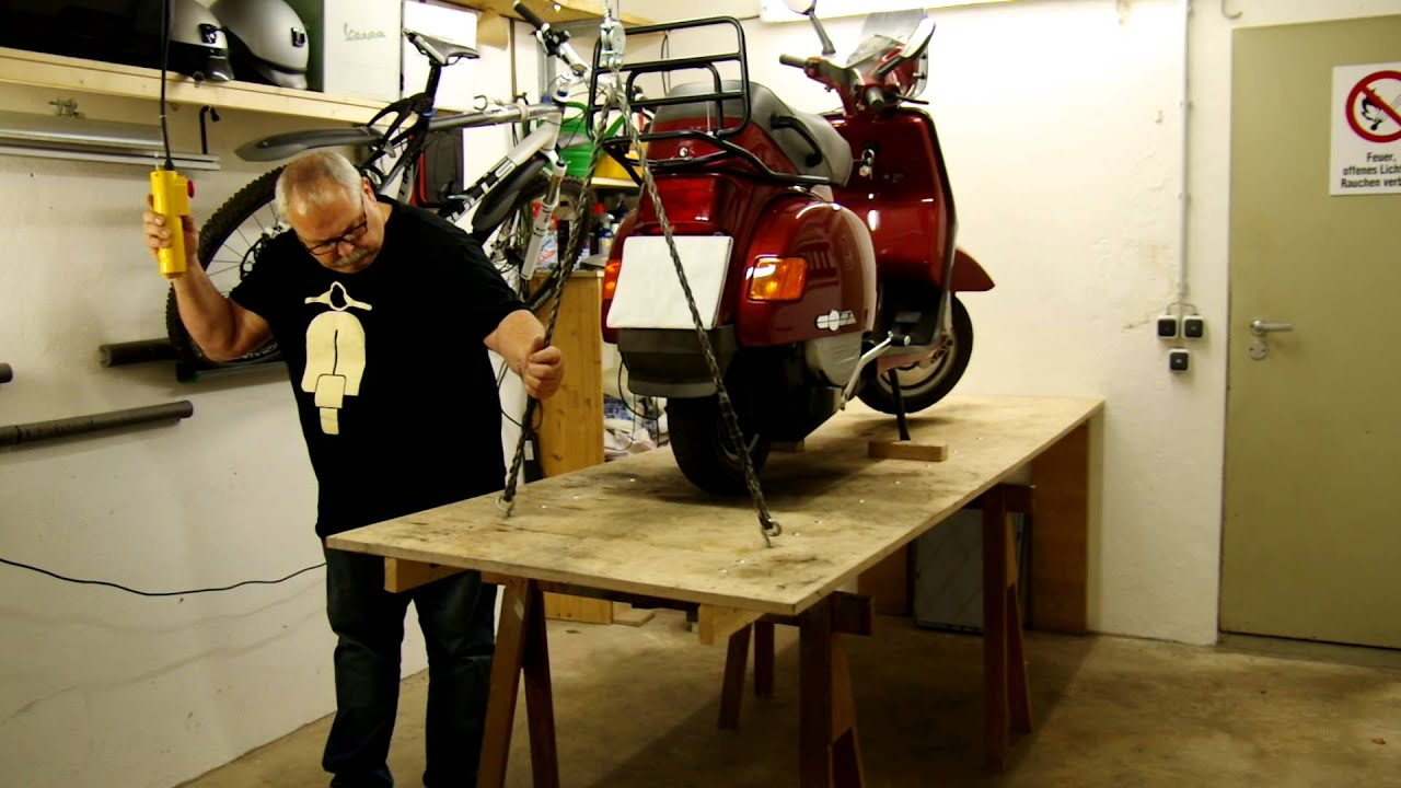 vespa cosa roller hebeb hne scooter lift table youtube. Black Bedroom Furniture Sets. Home Design Ideas