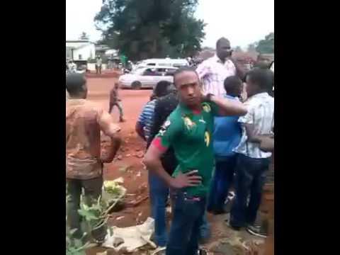 Freetown : des Guinéens qui exigent leurs cartes électorales