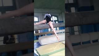 Спортивная гимнастика девочки бревно