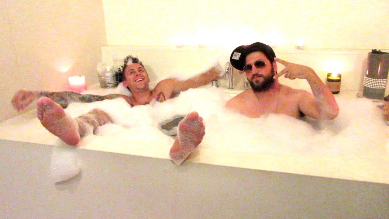 Elegant 2 Guys 1 Bath!!