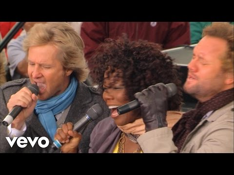 Lynda Randle, David Phelps, Reggie Smith - His Eye Is On the Sparrow [Live]