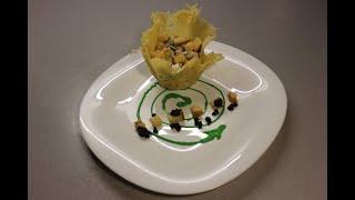 Салат из языка в сырной тарелке.Tongue salad in a cheese plate