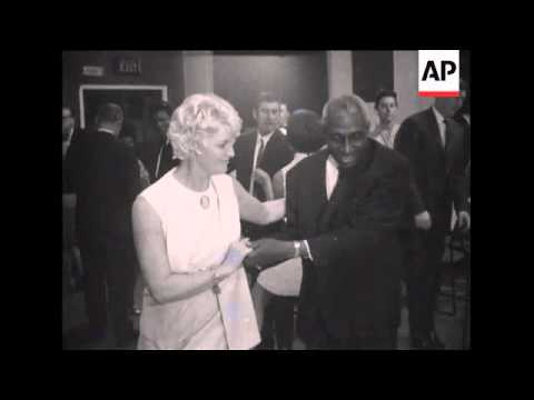 SYND 20-9-69 CRICKETER GARY SOBERS WEDDING RECEPTION