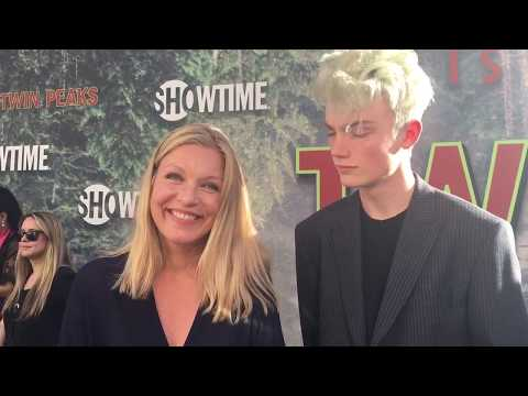 Sheryl Lee chats top secret 'Twin Peaks' limited series on premiere red carpet