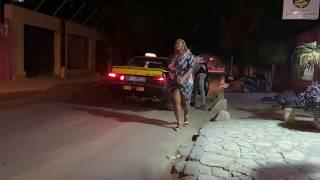 Une fille qui propose un massage au Taximan Camera Cachee Mahfousse