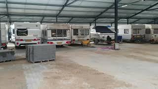 Bestraten van een caravanstalling 6000 m2 te Arnemuiden door Duinkerken bestrating uit Hoogeveen.