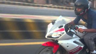 Yamaha R15 vs Pulsar 220 (Race)