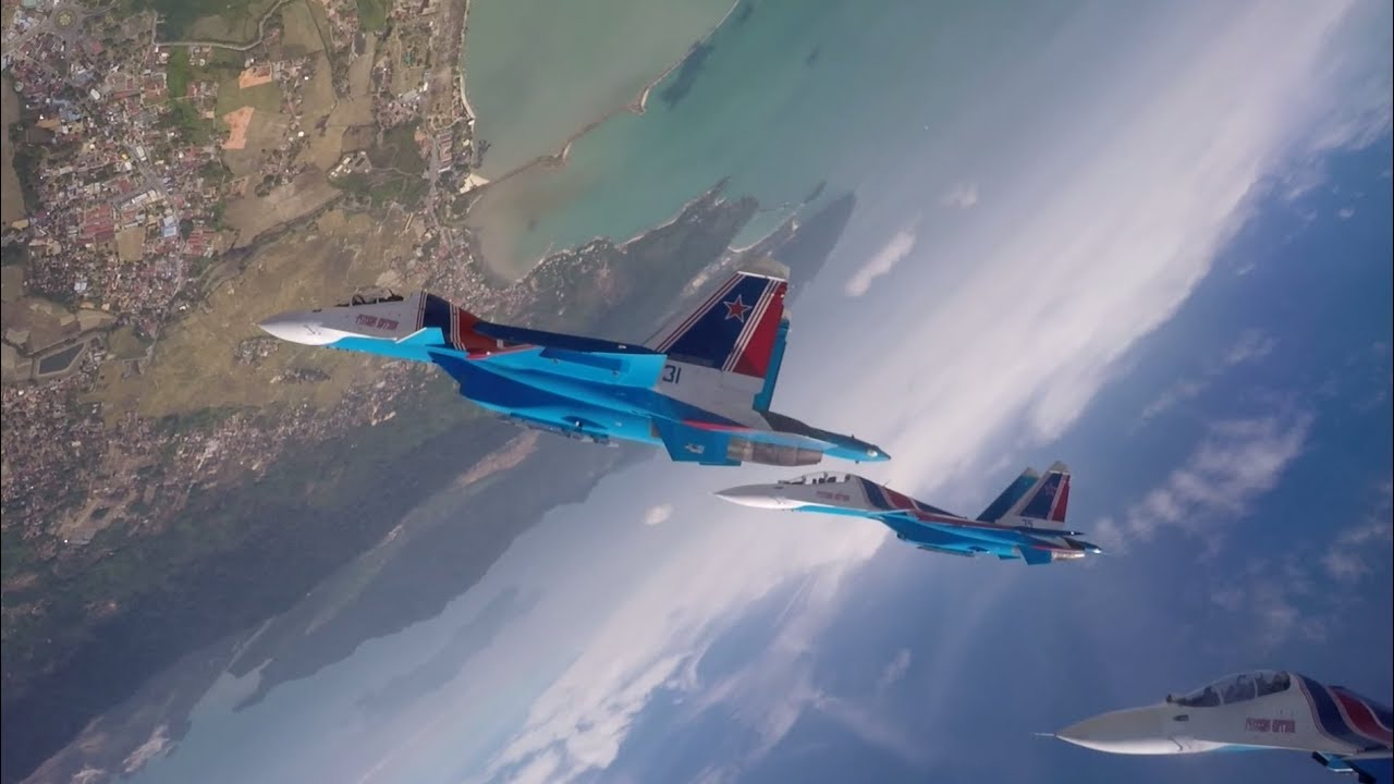 Групповая мёртвая петля: вид из кабины пилота Су-30СМ