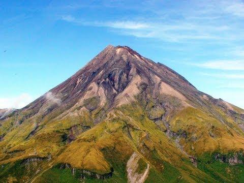 Awesome Helicopter Flight over New Zealand\'s Mount Taranaki Volcano.
