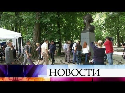 ВМариинском парке Киева вдень рождения Анны Ахматовой открыли памятник великой поэтессе.