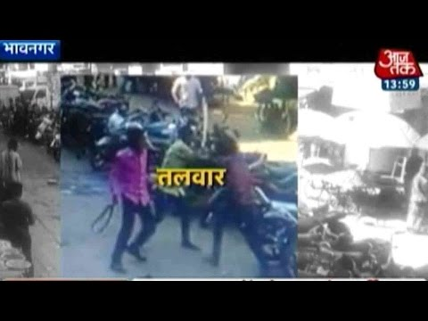 Video: Sword Fight In Gujarat Market