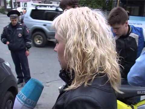 Мотоциклист попал под колеса сразу двух автомашин в районе Луговой