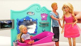 Игры в аквапарке с Барби, Кеном и Штеффи
