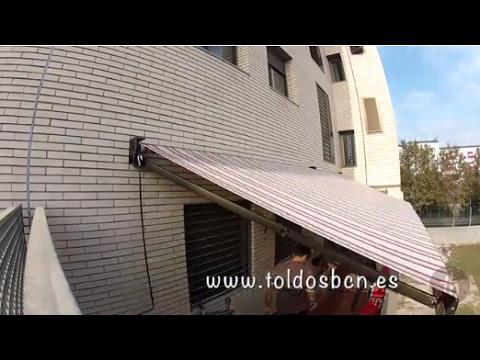 Toldo para terraza de brazo extensible instalado en for Toldo brazo extensible
