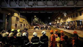 Tragedia in India: crolla un ponte pedonale, 5 morti e 36 feriti thumbnail