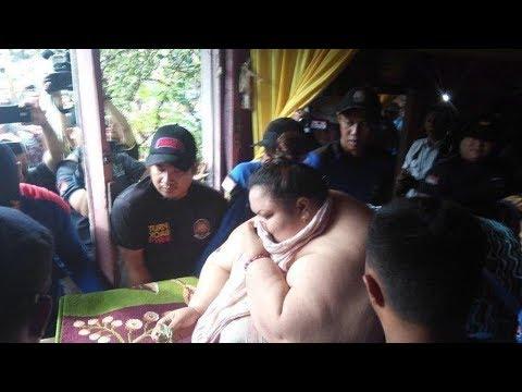 Proses Evakuasi Titi Wati Wanita Berbobot 350 Kg dari Rumah Menuju RSUD Doris Sylvanus Palangkaraya