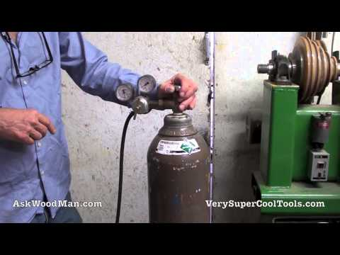 6/40 Connecting The Regulator To The Inert Gas Bottle • WELDING For WOODWORKERS