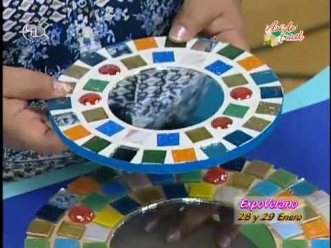 Manualidades pelusa espejo multicolor con teselas youtube for Espejos decorativos con marco de madera