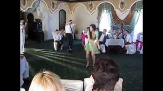 Свидетель на свадьбе отжигает!!! =)