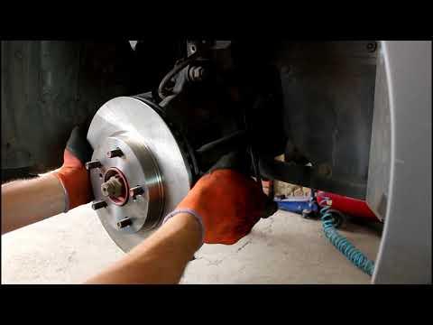 Замена передних тормозных дисков и колодок на Тойота Королла 2008 1,6 Toyota Corolla