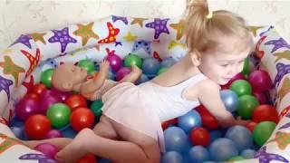 Бассеин с шариками. Беби борн и Даша катаются на дельфине и кушают мороженое