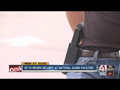 Armed volunteers guard local recruiting center in response to Chattanooga shooting