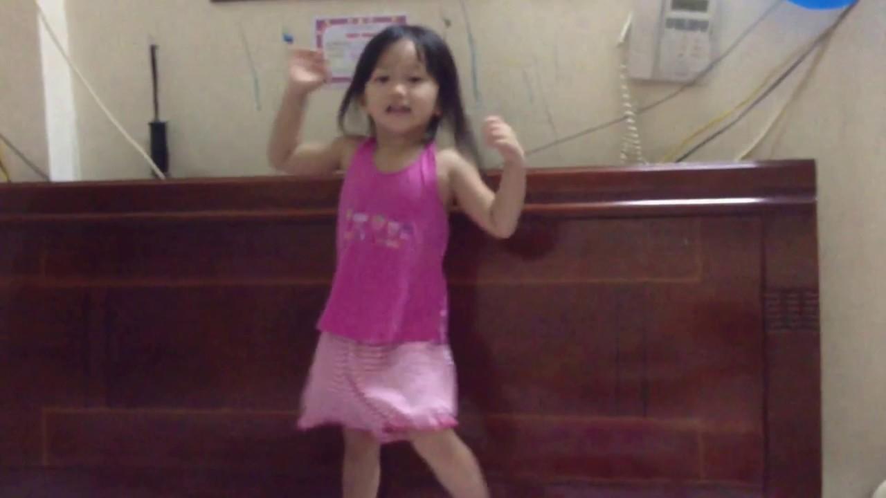 Hà Nhi nhảy quảng cáo sữa Kun