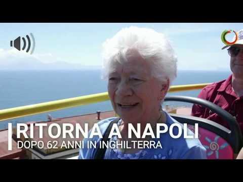 Ritorna a Napoli dopo 62 anni, non trattiene l'emozione ❤