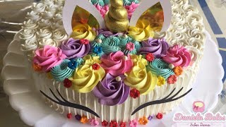 Confeitando bolo unicórnio redondo