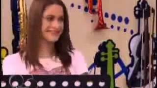 Vilu tocando el piano habla si puedes