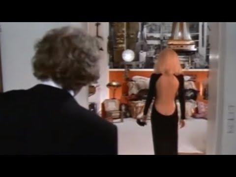 """L'histoire de la robe noire de Mireille Darc dans """"Le Grand Blond"""""""