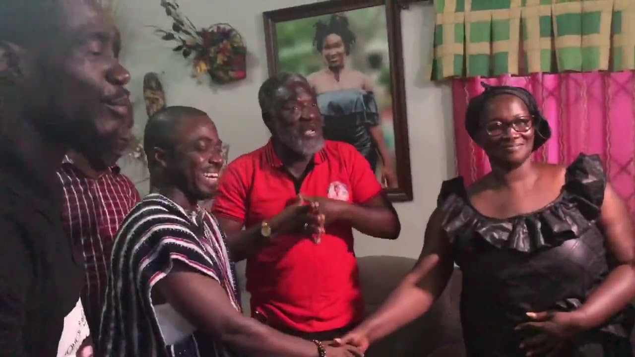 Ebony Mum And Dad Happily Recieves 50000 Cedis Cash And A Zylofone From Zylofone Media F0 9f 98 83 F0 9f 98 83