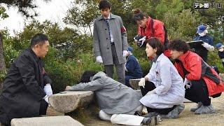 人通りの少ない公園で、デイトレーダーの真島拓也(西村匡生)の刺殺死...