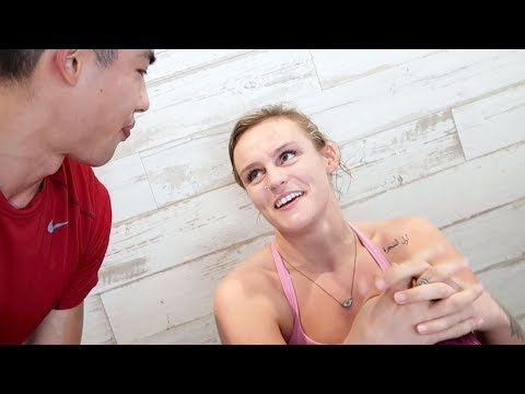 😣 MY YOGA TEACHER LOVES WATCHING ME SUFFER 😣 (Vlog #37)