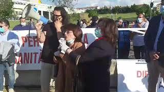 La manifestazione di Larino pro centro Covid al Vietri