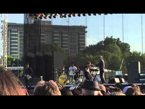 "KAISER CHIEFS ""I PREDICT A RIOT"" @ BEALE STREET MUSIC FEST 2015"