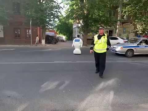 Un robot se da a la fuga en una ciudad rusa
