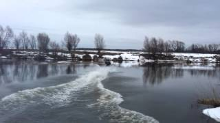 Пересечение Москва-реку на снегоходе