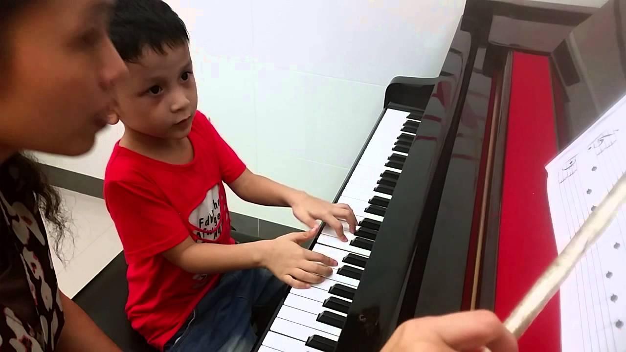 陳奕安 彈鋼琴左右手練習(3) - YouTube