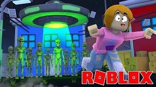 Roblox | Escape Alien Attack Game With Molly!