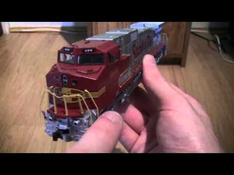 Opening The Kato GE C44-9W Dash 9 In Santa Fe Livery