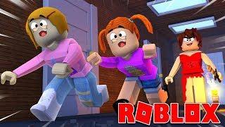 Roblox | Überlebe das rote Kleid Mädchen mit Molly und Daisy!
