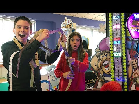 WINNING THE JACKPOT AT CHUCK E CHEESE鈥橲!!