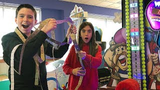 WINNING THE JACKPOT AT CHUCK E CHEESE'S!!