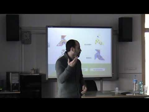 2 Projecte educatiu i solidari Una pajarita, una ilusión. Cèlia Tormo, professora de l'IES Les Foies d'Elx, membre de la Junta d'ES.