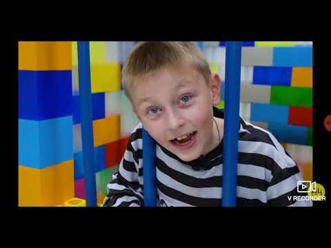 Ракция на видео А4 '' Я посадил своего младшего брата в лего тюрьму''