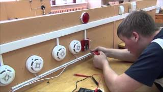 «Моя профессия -- моё будущее» - Электромонтер охранно-пожарной сигнализации(, 2014-05-25T14:48:44.000Z)