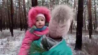 VLOG:  Зимняя прогулка с внучкой . Идём к прабабушке. Малышка  узнает много важного для себя.
